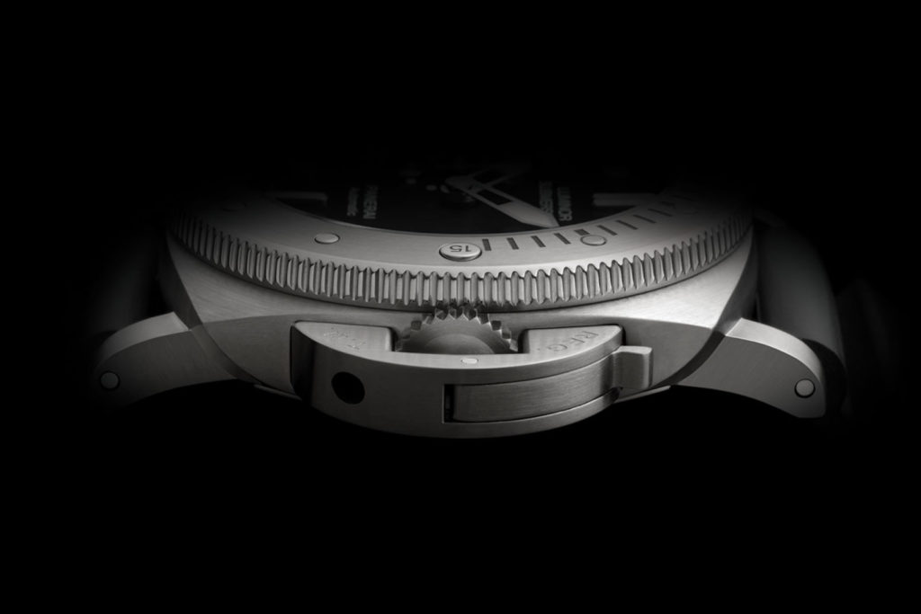 Feature - 3 SUBMERSIBLE PAM01305